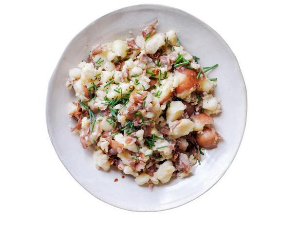 Фотография блюда - Толчёный картофель с чесночным маслом
