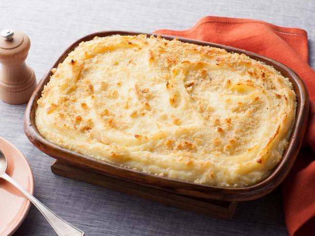 Фотография блюда - Картофельное пюре с сыром и хрустящей запеченной корочкой