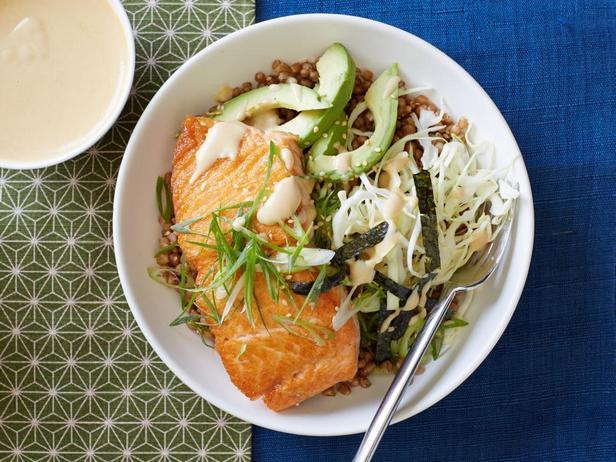 Фотография блюда - Пшеница с лососем и соусом мисо