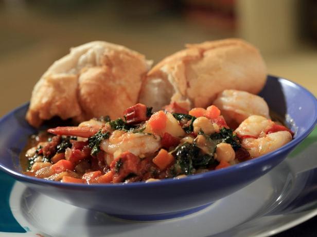 Фотография блюда - Рыбацкое рагу с капустой кале, нутом и креветками