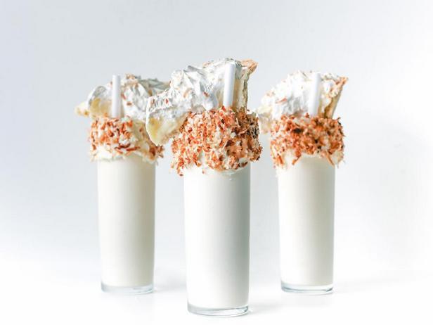 Молочный коктейль с кокосовым пирогом