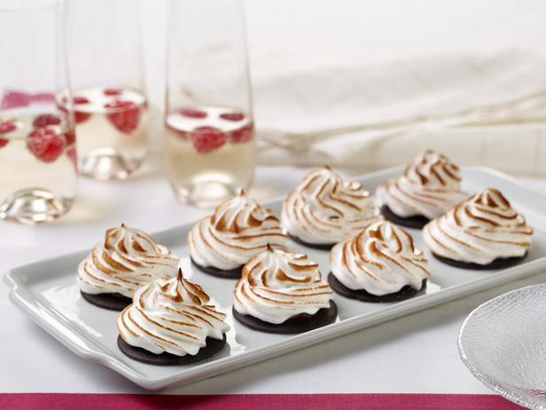 Фотография блюда - Крошечные пирожные с меренгой