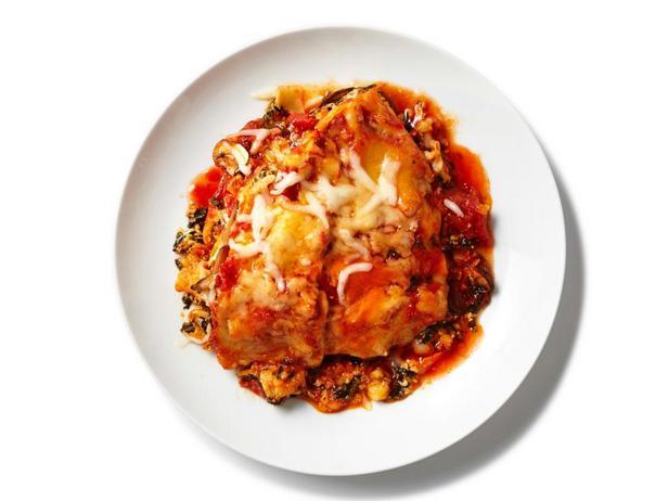 Фотография блюда - Лазанья со шпинатом и шампиньонами в мультиварке