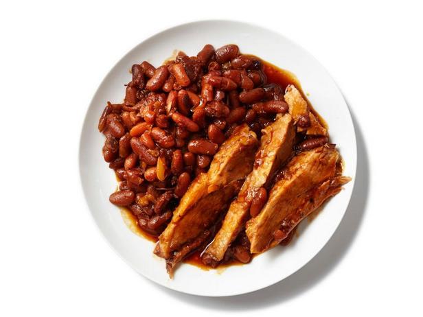 Фотография блюда - Свиной окорок с фасолью в соусе барбекю в мультиварке