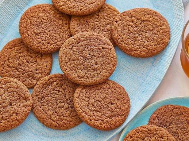 Фото блюда - Праздничное имбирное печенье с пряностями