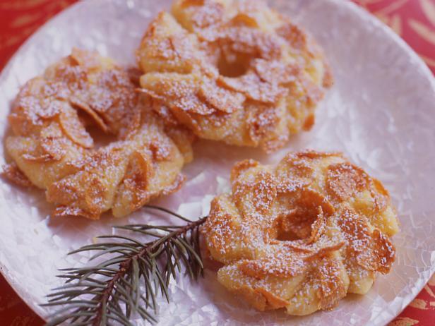 Фото блюда - Кукурузное печенье «Рождественские венки»