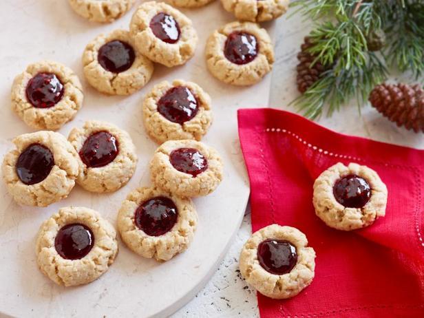 Фото блюда - Печенье «Отпечаток пальца» с арахисом и конфитюром
