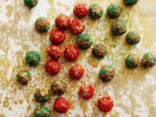 Фото блюда - Финиковые шарики с карамелью без выпекания