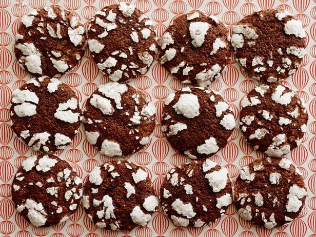 Фото блюда - Шоколадное печенье с трещинками