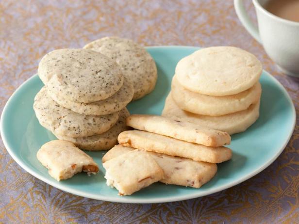 Фотография блюда - Классическое песочное печенье из 4 ингредиентов с вариантами добавления по 1 дополнительному ингредиенту
