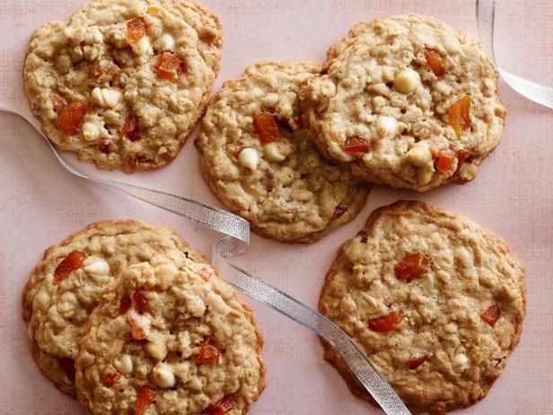 Фото блюда - Овсяное печенье с курагой и белым шоколадом