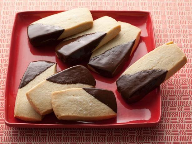Фотография блюда - Рассыпчатое песочное печенье «День и ночь»