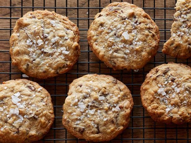 Фото блюда - Супер вкусное овсяное печенье с кусочками шоколада