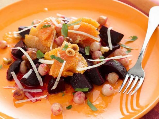 Фото Салат из свеклы и апельсинов с ореховой заправкой