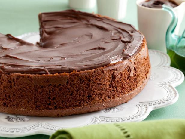 Фотография блюда - Шоколадный пирог с карамелью и мятной пропиткой
