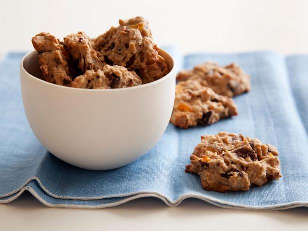 Фотография блюда - Печенье с овсяными хлопьями, сухофруктами, орехами и кусочками шоколада