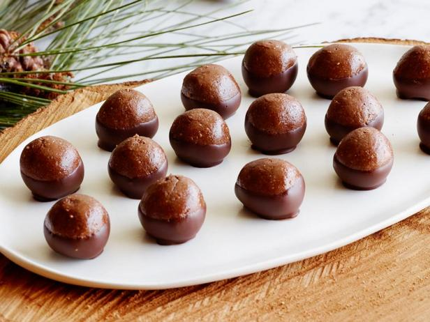 Фотография блюда - Шоколадные конфеты с цельным фундуком