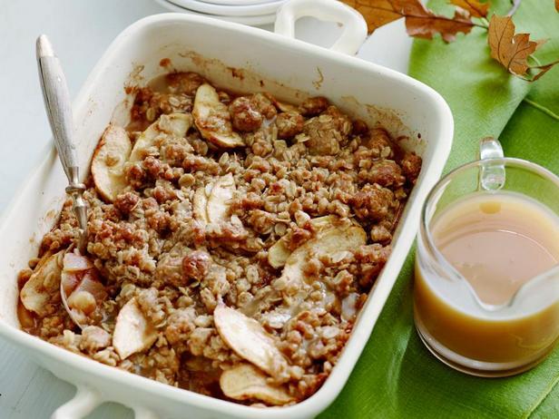 Фотография блюда - Яблочная запеканка с геркулесом и кардамоном