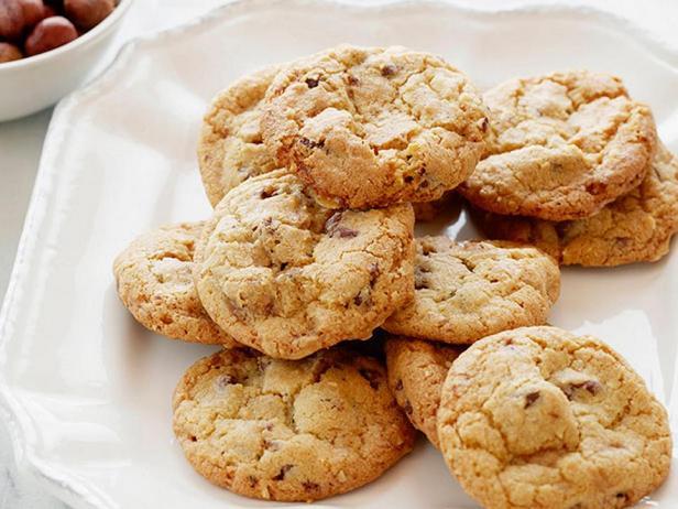 Фотография блюда - Ореховое печенье с кусочками шоколада