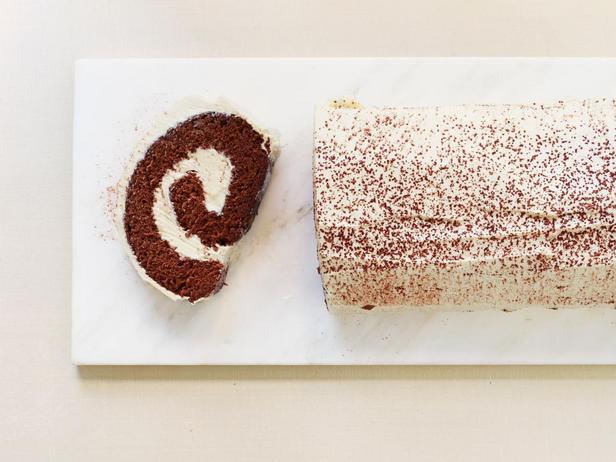 Фотография блюда - Шоколадный рулет со вкусом эгг-ног