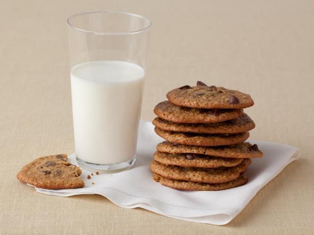 Фотография блюда - Печенье с кусочками шоколада – лайт-версия