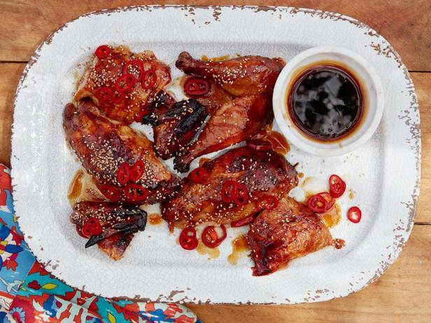 Фотография блюда - Курица на банке в глазури из кока-колы с соево-чесночным соусом