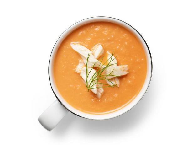 Фото Томатный суп с фенхелем и крабовым мясом