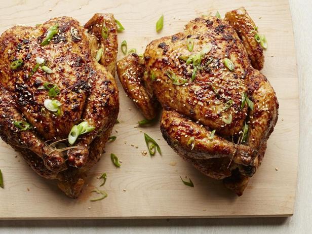 Фото Запечённая курица в глазури из соевого соуса и мёда