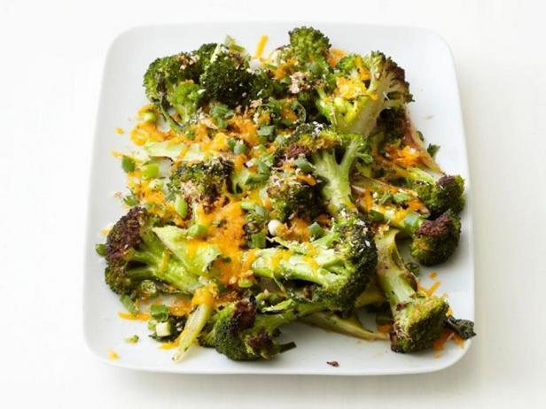 Фото блюда - Печёная брокколи под корочкой из чеддера