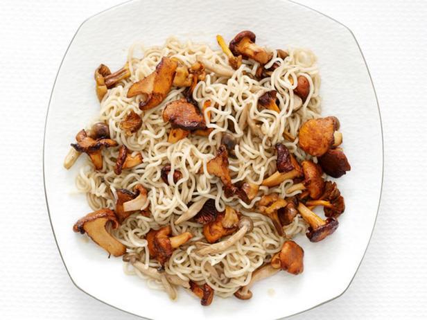 Фото блюда - Жареная лапша рамэн с грибами