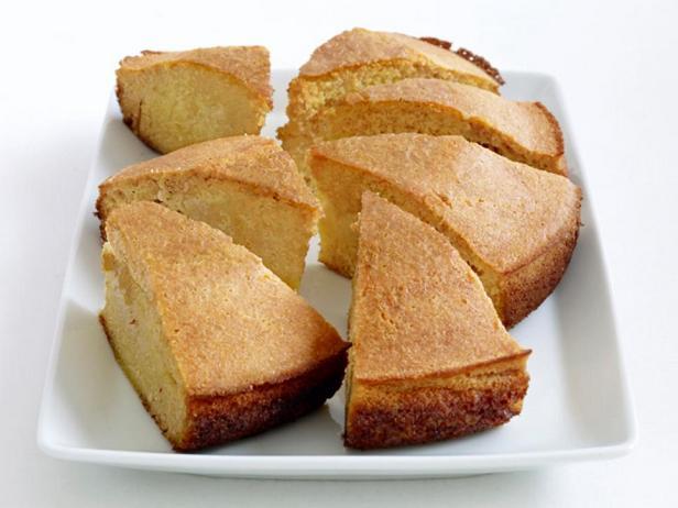 Кукурузный кекс из цельнозерновой муки (кукурузный хлеб)