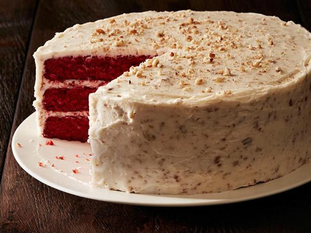 Торт «Красный бархат» с орехами
