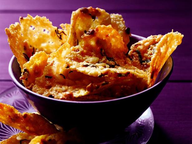 Сырные чипсы с кедровыми орехами