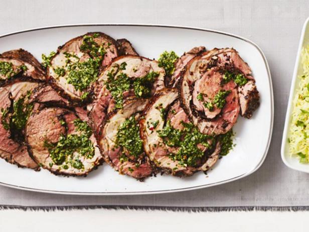 Мясной рулет из баранины с начинкой из оливок с сальсой верде