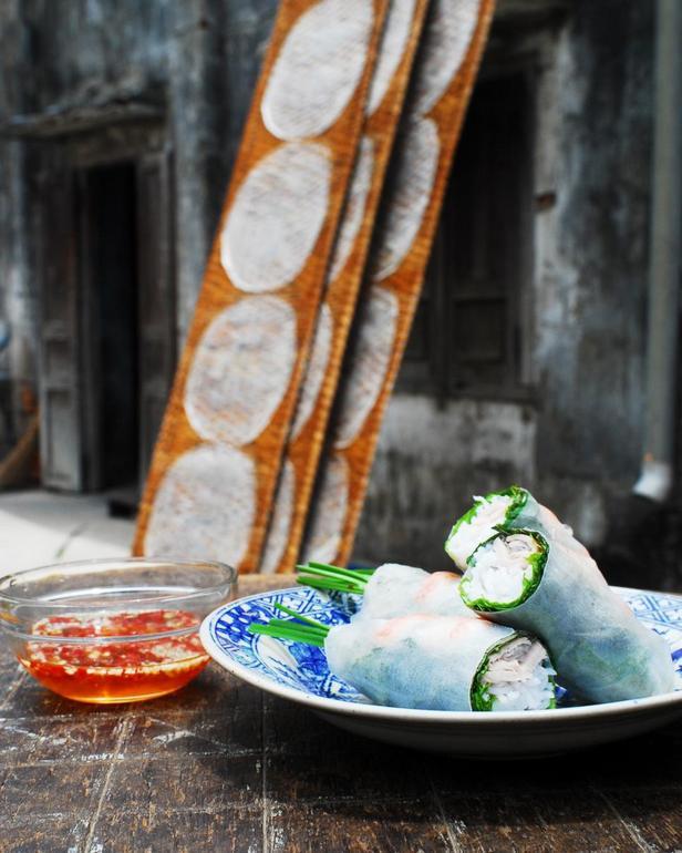 Вьетнамские роллы с креветками и свининой (Гои-куон) и рыбным дипом