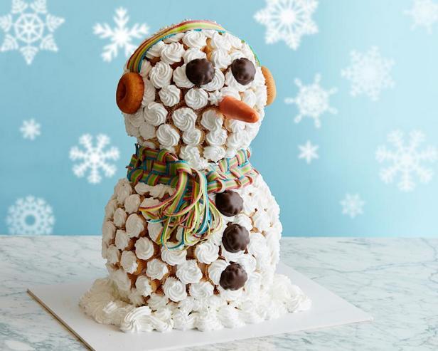 Гигантский снеговик из капкейков