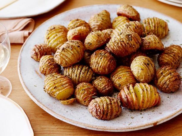 Картофель «Гармошка» с розмарином
