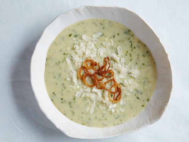 Крем-суп из печёного картофеля и лука-порея