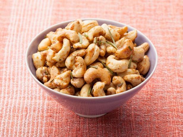 Жареные орехи кешью с розмарином