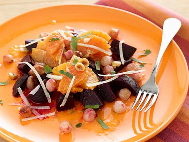 Салат из свеклы и апельсинов с ореховой заправкой