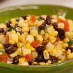 Фасолевый салат с кукурузой и помидорами