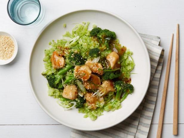 Фото Курица в кунжуте с рисом из брокколи (диета Whole30)