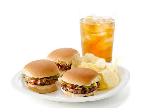 Мини-гамбургеры с солеными огурцами