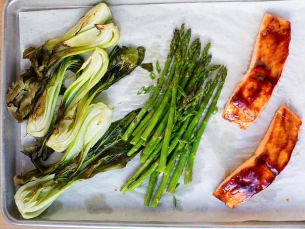 Фото Ужин в духовке: лосось в глазури хойсин и капуста бок-чой