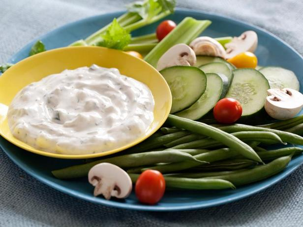 Фото Йогуртовый соус с укропом и огурцом
