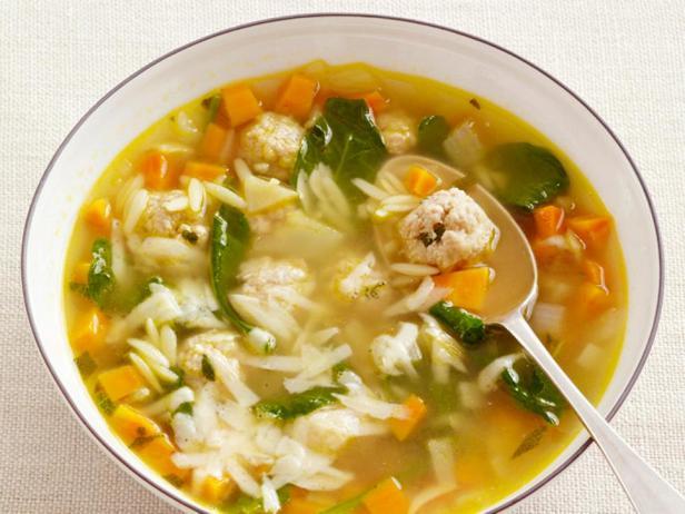 Итальянский свадебный суп с фрикадельками и пастой орзо