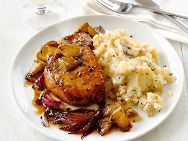 № 27: Корейка, тушеная с яблочным сидром, и гарнир из толченого картофеля с простоквашей