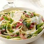 Спагетти со стручковым сахарным горохом и прошутто