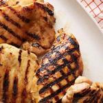 Жареная курица-гриль под соусом из красного лука