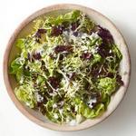 Салат в заправке из голубого сыра